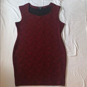 Red rose patterned form-fitting dress